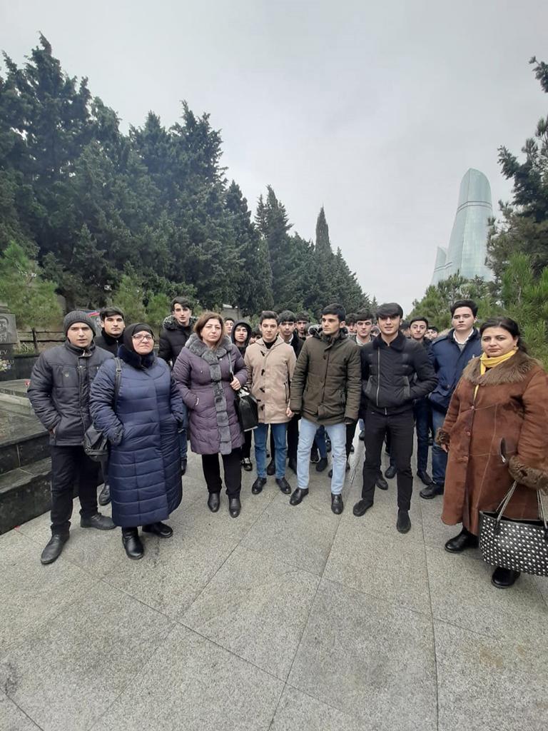 8 №-li Bakı Peşə Liseyinin kollektivi Şəhidlər Xiyabanını ziyarət edib