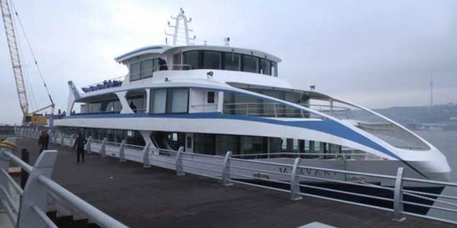 Mirvari gəmisi sahilə yaxınlaşır